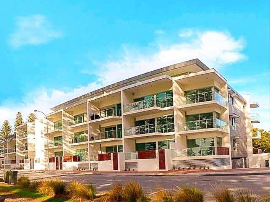 """The Breeze"" - Beachfront, Best Location in Victor Harbor"