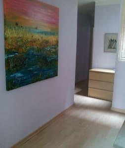 Precioso piso con terrazay chimenea - Berga - Apartment