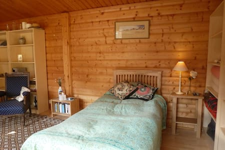 Self contained Norwegian log cabin  - Zomerhuis/Cottage