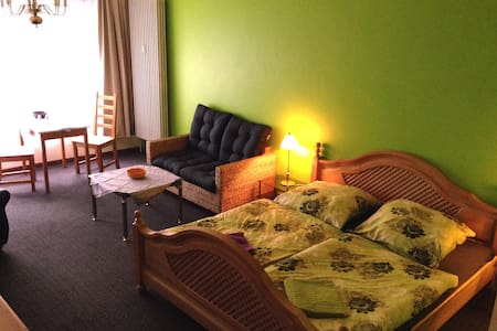 In the heart of St.Pauli you will find this cosy apartment. just seconds away from the famous Hans-Albers-Platz