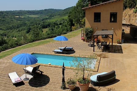 Country House, Pool, Garden, View!