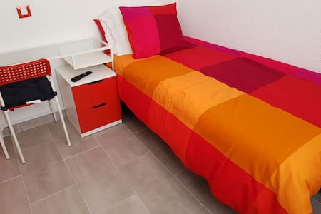 MADRID RIVER ROOMS 4 RENT (RED ROOM) - Wohnung