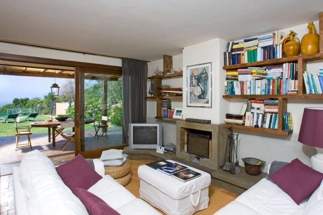 How much is the apartment in Russian rubles in Monte Argentario