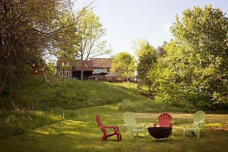 Private room/bath- Riverfront home - Quicksburg