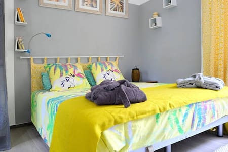 Fully self contained studio for 2, in a little house next to our home and swimming pool , in the nice area of Anse vata. Within walking distance of beaches, restaurants,   supermarket and buses, you'll enjoy your stay at Yellow Studio.