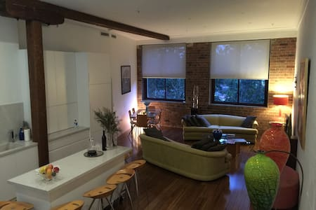 Fab  private room with own bathroom - Redfern - Wohnung