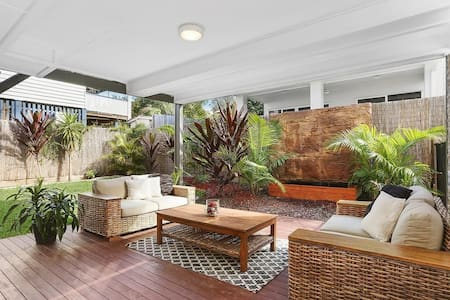 Modern 4 bed. house & pool 5km CBD - Grange