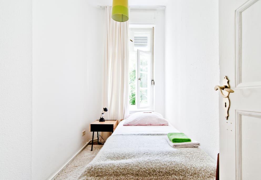 Sunny quiet room next to Mauerpark
