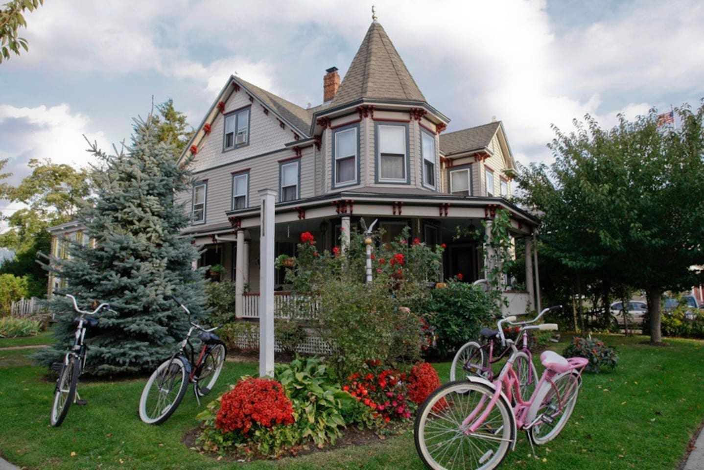 House and free Bikes
