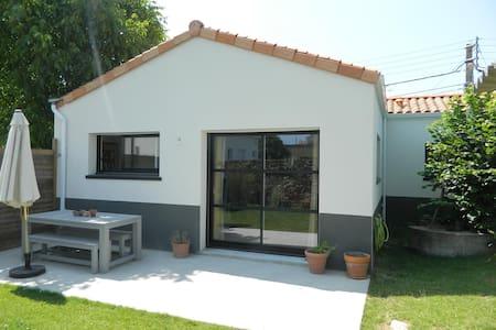 Charmante maison 3 chambres - Rumah