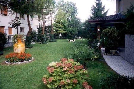villa con parco - Villa