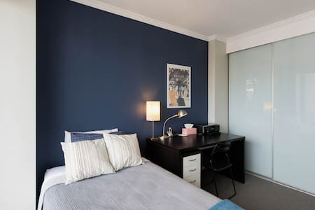 single bed, walk to city - Waterloo - Apartment