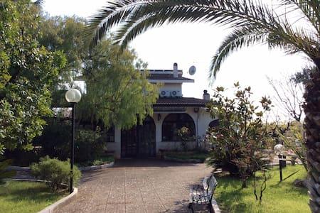Stanza in villa immersa nel verde - Villa
