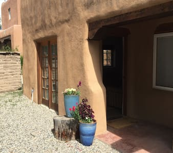 Beautiful, Quiet, Downtown Casita - Apartment