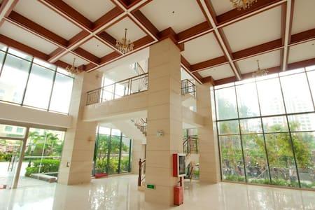 大东海两室一厅精装公寓,离沙滩100米(金茂海景花园)