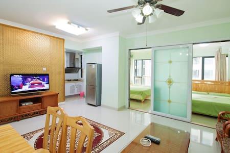 大东海两室一厅精装公寓,离沙滩100米(金茂海景花园) - Lägenhet