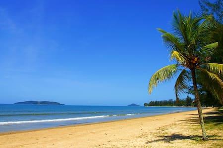 Luxury seaview condo by the beach