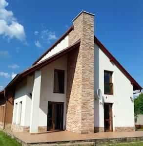 Spacious cosy house near Budapest - Casa