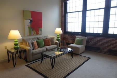 Lux Providence Loft Style 1BR, WiFi