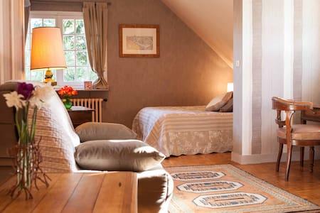 Grande chambre à la campagne - Bed & Breakfast