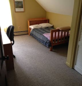 Quiet  Furnished Room Upstairs - Auburn - Haus