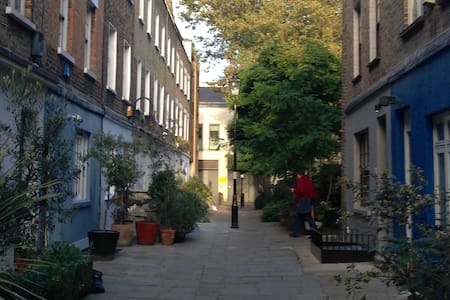 Double room with private bathroom - London - House