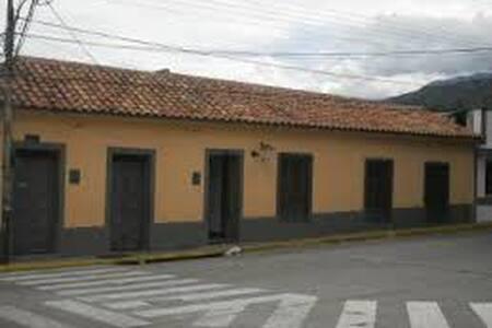 HABITACION + BAÑO PRIVADO - Ház