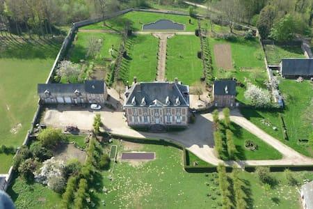 logement à l'intérieur du chateau. - Saint-Georges-sur-Fontaine