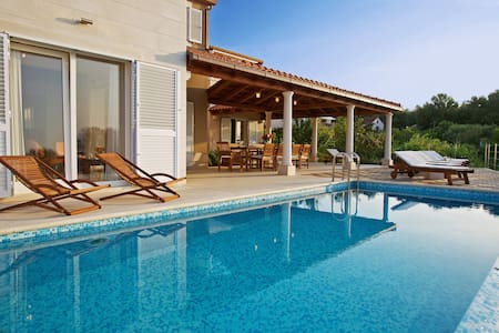 Beachfront Villa Gumonca with heated infinity pool - Mirca