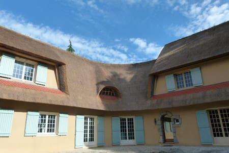 Une chaumière - A cottage - Le Temple-de-Bretagne