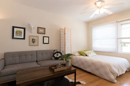 Room type: Shared room Bed type: Airbed Property type: Apartment Accommodates: 2 Bedrooms: 1 Bathrooms: 1