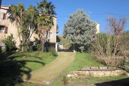 Maison dans sublime jardin 6pers - Casa