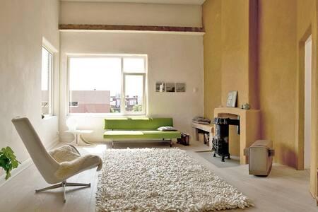 zonnig en bijzonder appartement - Apartment