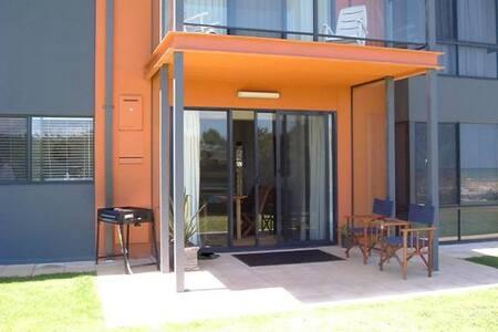 Beachfront Semaphore Park apartment - Daire