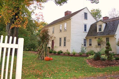 Kingsfield Bed & Breakfast - Suffield - Bed & Breakfast