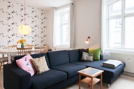 Lovely flat in hip the Vesterbro  - København - Apartment