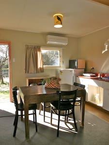 The Snug - Cosy, 1 min from river - Wanaka - Cabin