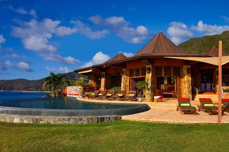 5 bd, beachfront, reefs, views - Villa