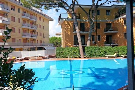 Apartment with pool - Apartemen