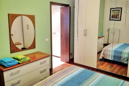 Close to bus 50, spacy, wifi, parking, friends ... - Milano