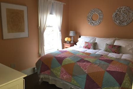 Lovely room for two in Historic Inn - Cooperstown