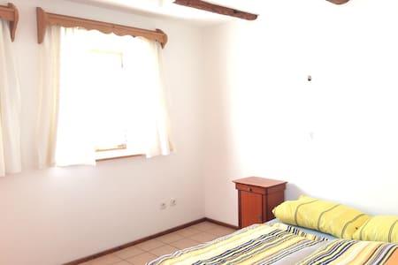 Kleines Apartment im Bauernhäuschen - Rumah