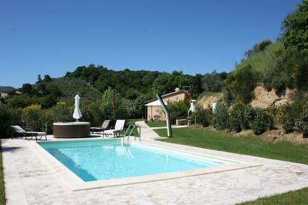Casa Cervognano, sleeps 3 guests - Montepulciano - Villa