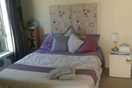 Comfortable Sleepout near Airport