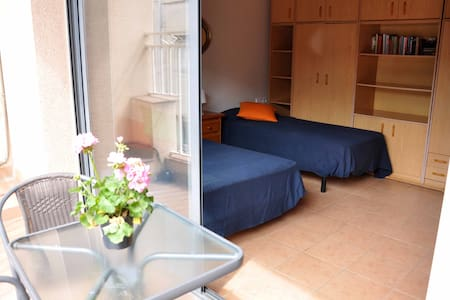 Private room and bath next beach - Badalona - House
