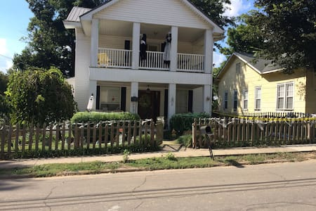 Large Victorian 4 bedroom 2 bath House - Paragould - Maison