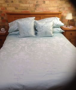 Converted Barn sleeps 2 - Bedford - Бунгало