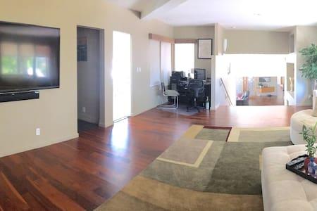 Suite with separate door独立进出的高级套房 - House