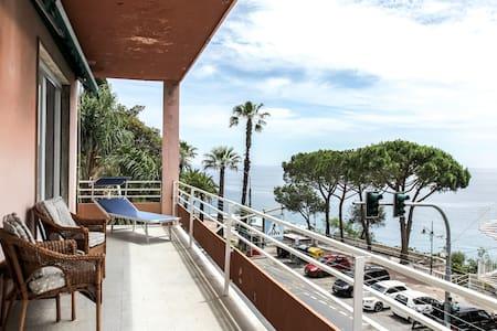 Appartamento panoramico con terrazzo fronte mare - Leilighet