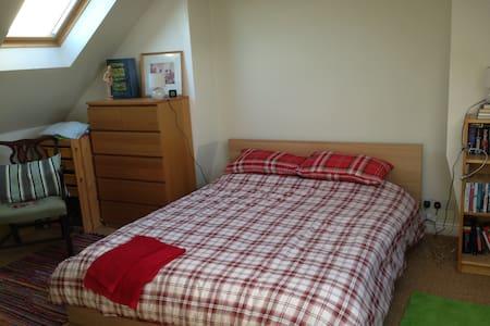 Spacious ensuite loft room - House